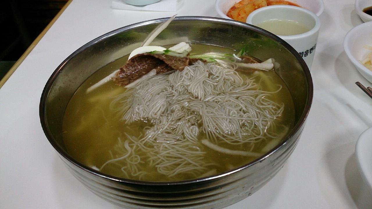 明洞咸興麺屋で冷麺