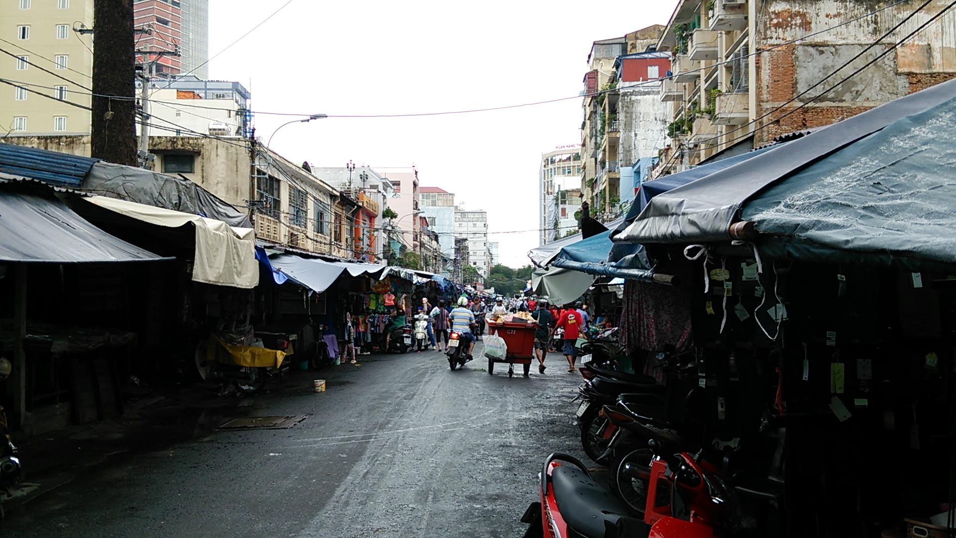 ベトナム ホーチミンの雨季の豪雨