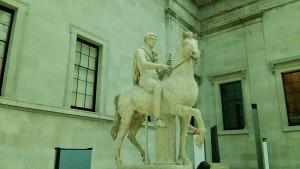 騎馬の彫刻