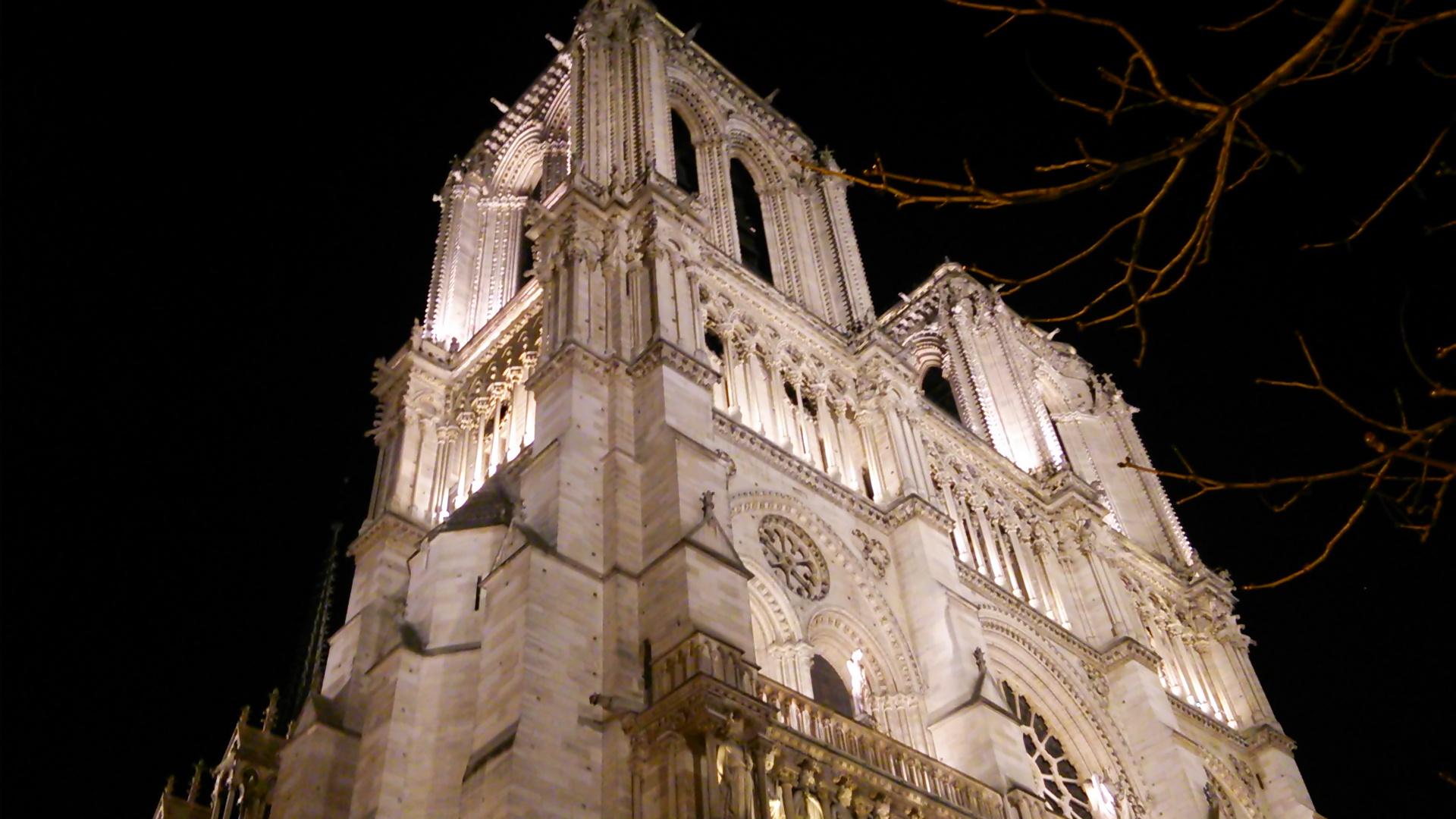 夜のノートルダム大聖堂