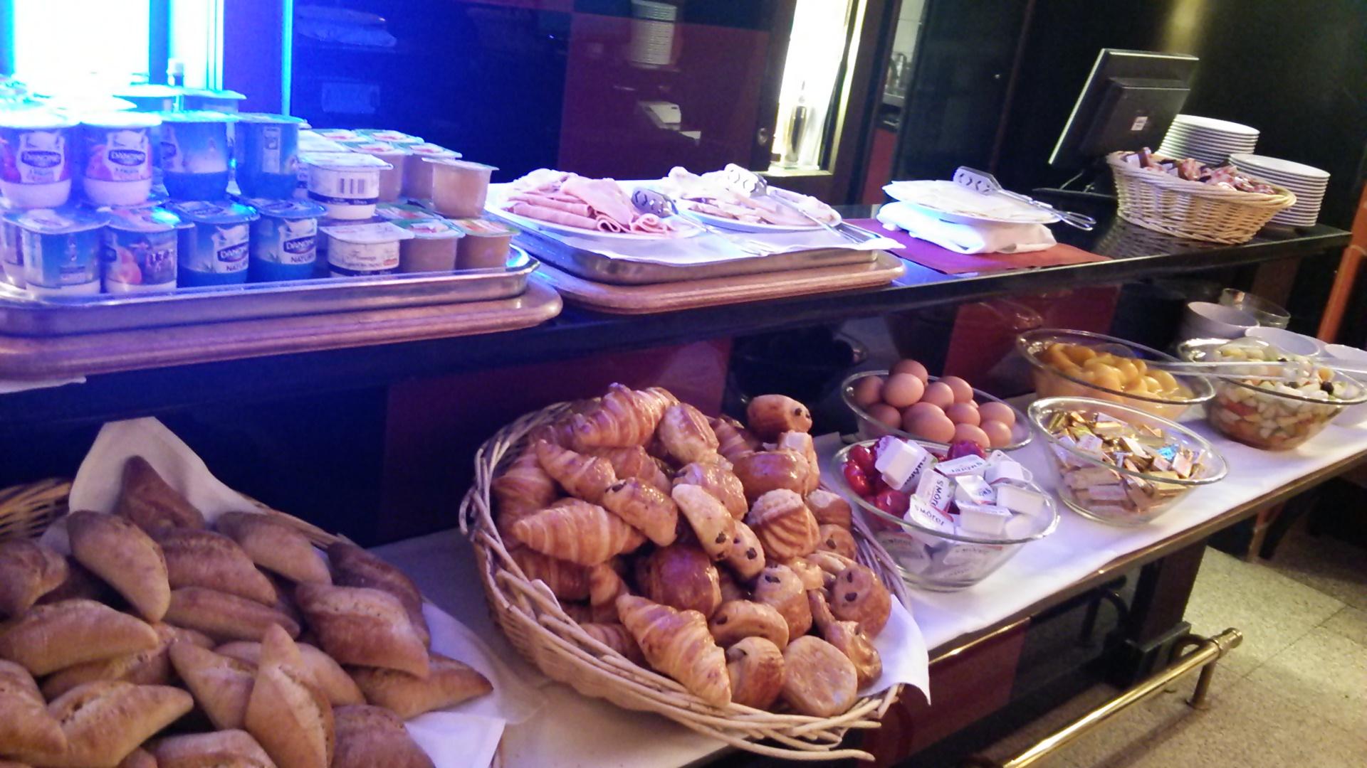 ホテル カスティリヨンヌの朝食