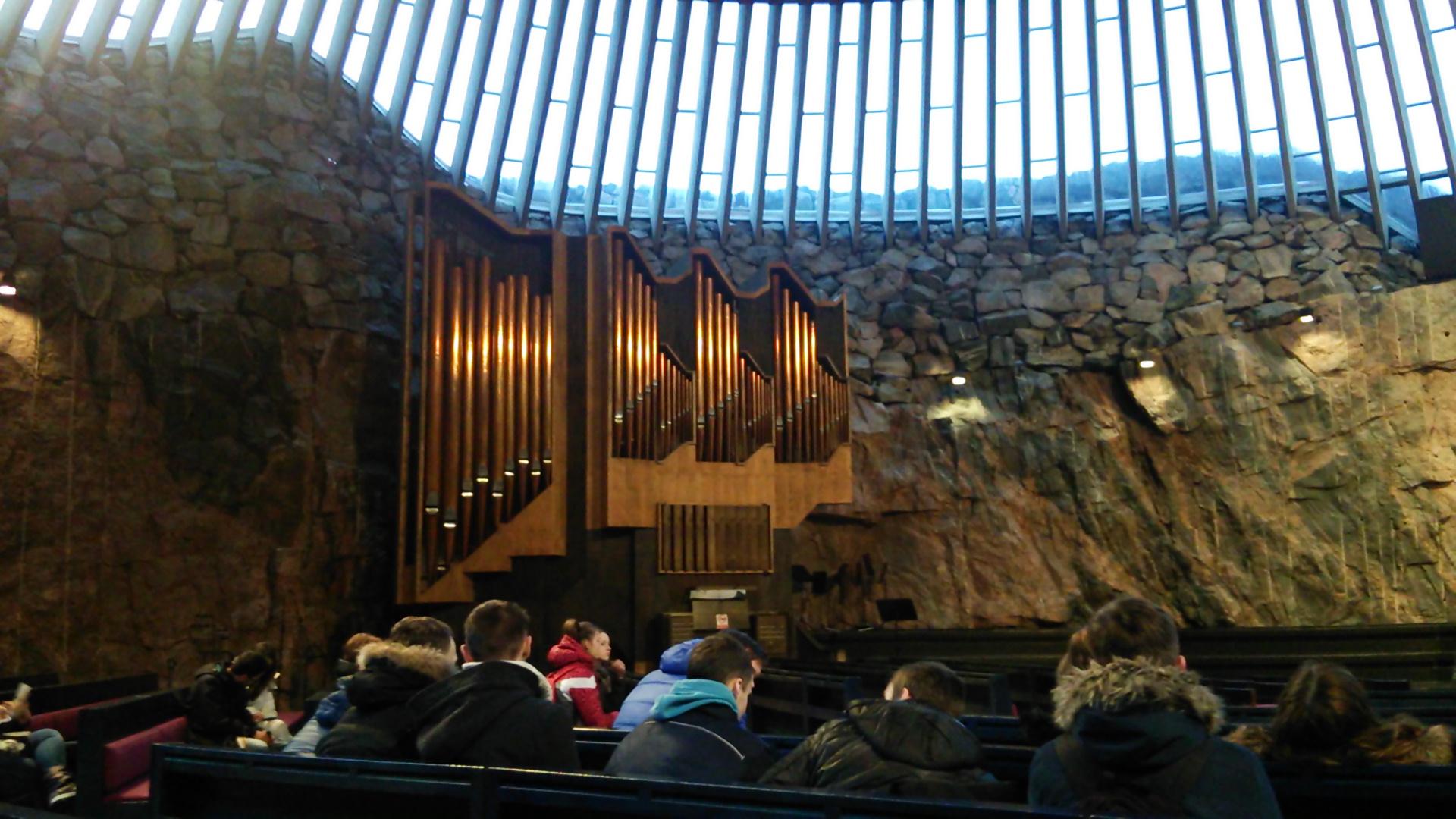 ヘルシンキに戻りテンペリアウキオ教会へ