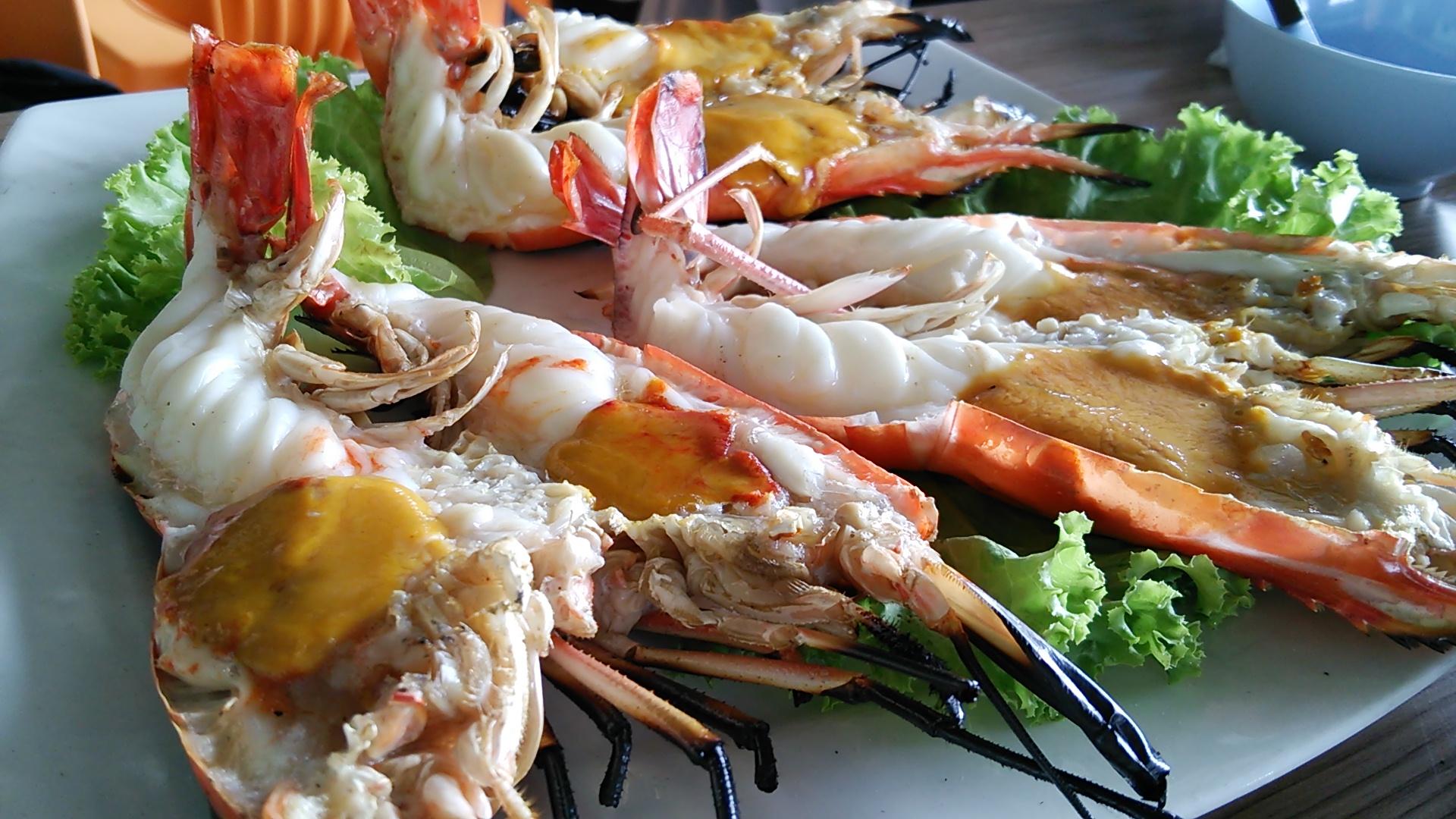 タイの川沿いレストランでランチ